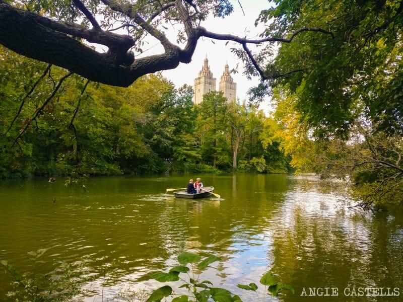Alquilar un barco de remos en Central Park